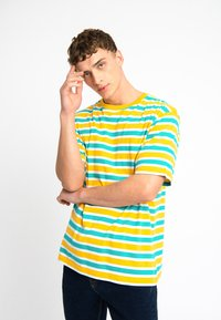 Urban Threads - OVERSIZED TEE UNISEX - T-shirts print - yellow - 0