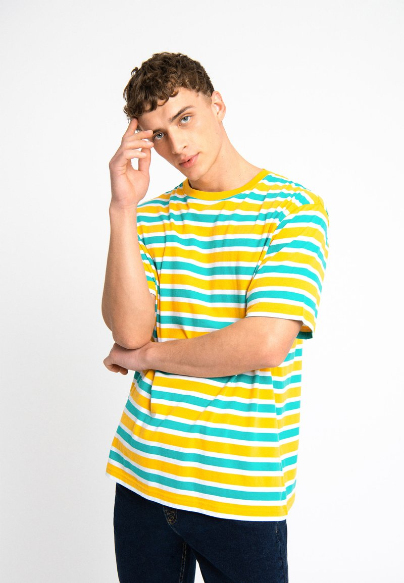 Urban Threads - OVERSIZED TEE UNISEX - T-shirts print - yellow