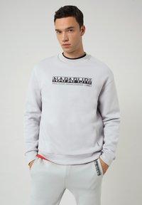 Napapijri - B-OODI CREW - Sweatshirt - grey harbor - 0