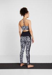 Curare Yogawear - COLOR BLOCKING - Leggings - blue/midnight blue - 2