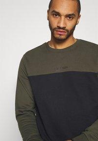 Calvin Klein - COLOR BLOCK - Sweatshirt - green - 3