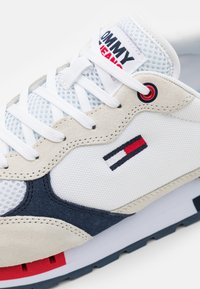 Tommy Jeans - RETRO RUNNER MIX - Sneakers basse - white - 5