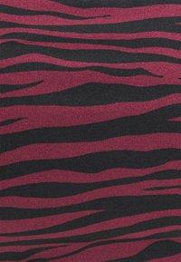 MICHAEL Michael Kors - ZEBRA BANDEAU - Bikini top - ruby - 2