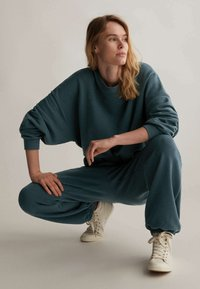 OYSHO - Tracksuit bottoms - dark blue - 4