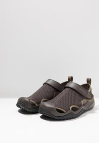 Crocs - SWIFTWATER DECK - Clogs - espresso - 2