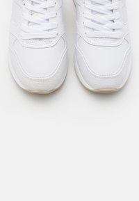 Guess - MOTIV - Sneakers basse - white - 5
