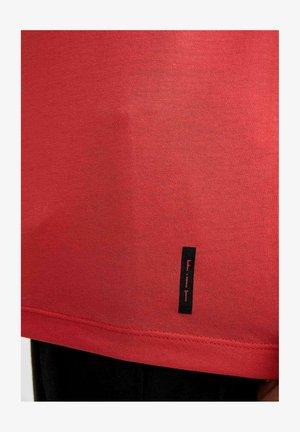 Camiseta básica - red