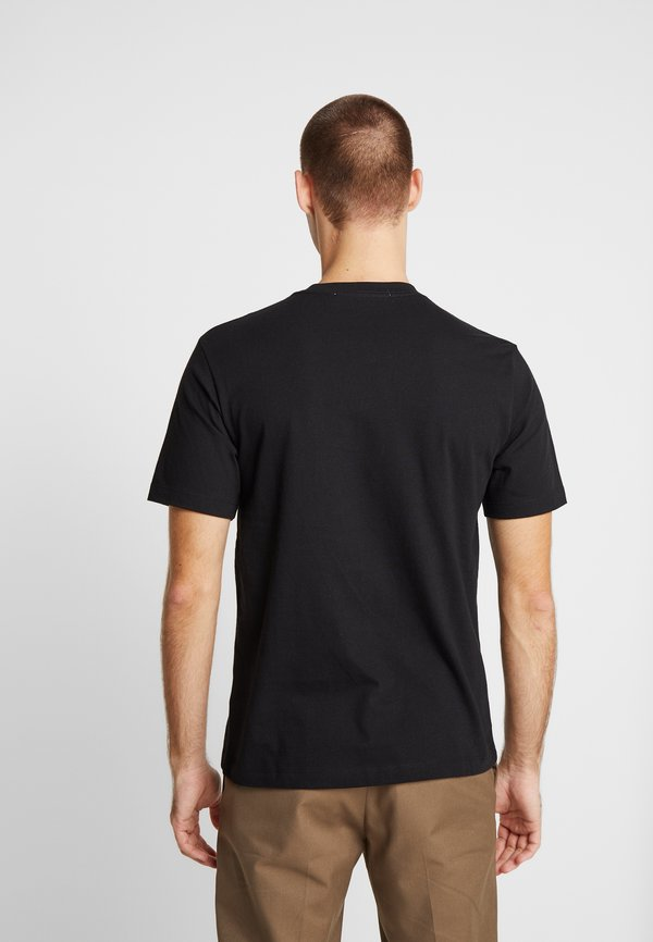 Calvin Klein Jeans TAPING THROUGH MONOGRAM REG TEE - T-shirt z nadrukiem - black/czarny Odzież Męska CLHS
