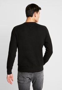 Tommy Hilfiger - CREW NECK - Strikkegenser - black - 2