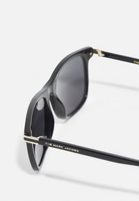 Marc Jacobs - UNISEX - Zonnebril - black/gold-coloured - 2