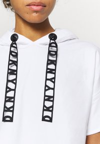 DKNY - LOGO LACE DRAWCORD CROPPED SHORT SLEEVE HOODIE - Sweatshirt - white - 4