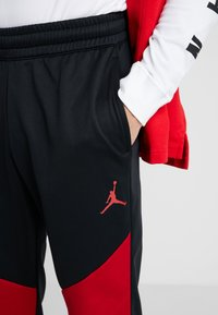Jordan - ALPHA THERMA PANT - Træningsbukser - black/gym red - 4