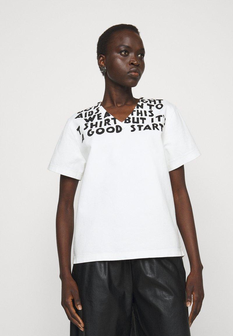 MM6 Maison Margiela - Camiseta estampada - white