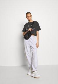 BDG Urban Outfitters - PANT - Pantaloni sportivi - grey - 1