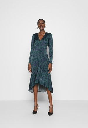 FITTED FISHTAIL DRESS - Cocktail dress / Party dress - green