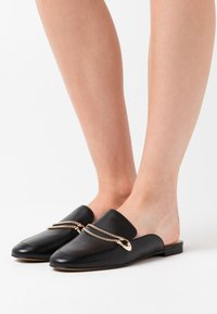 Coach - SAWYER SLIDE LOAFER - Klapki - black - 0