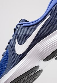 Nike Performance - REVOLUTION - Zapatillas de trail running - uomu blu - 5
