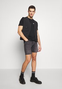 Calvin Klein Jeans - MONOGRAM SQUARE BACK REG TEE - Print T-shirt - black - 1