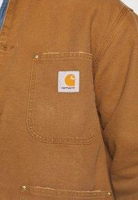 Carhartt WIP - CHORE COAT DEARBORN - Light jacket - hamilton brown/black aged - 5