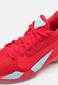 Nike Performance - FREAK 2 UNISEX - Basketball shoes - university red - 5