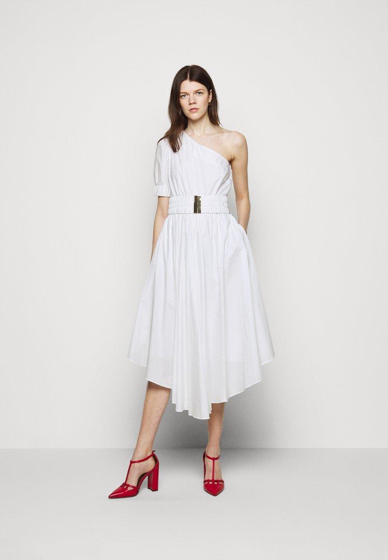 MICHAEL Michael Kors - ONE SHOULDER MIDI DRESS - Denní šaty - white