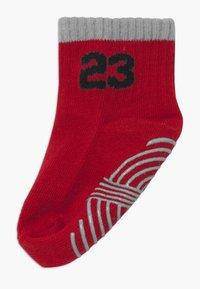 Jordan - LEGACY INFANT ANKLE 6 PACK - Sports socks - gym red - 1