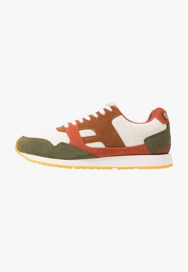 RUNNINGS IVY  - Sneakers - white/burgundy