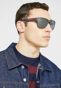 Prada Linea Rossa - Sluneční brýle - matte black/grey mirror black - 1