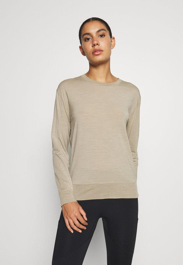 NATURE DYE DRAYDEN CREWE - Basic T-shirt - almond