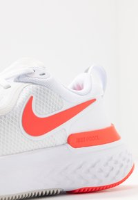 Nike Performance - REACT MILER - Neutral running shoes - white/pink glow/photon dust - 5