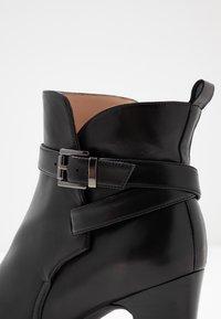 Unisa Wide Fit - UMBRIAWD - Boots à talons - black - 2