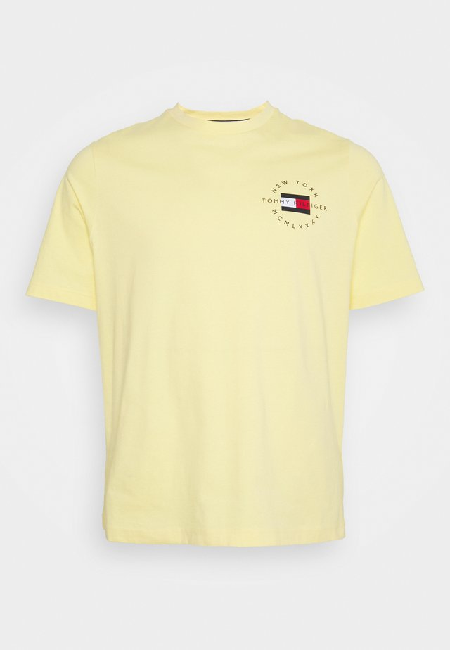 CIRCLE CHEST CORP TEE - Jednoduché triko - delicate yellow