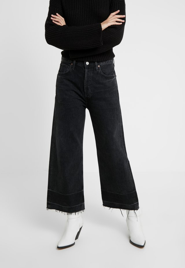 SACHA HIGH RISE WIDE - Jeans bootcut - too late