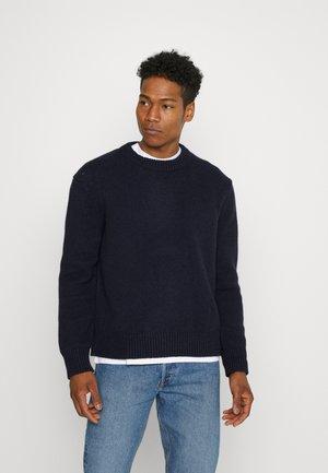 Stickad tröja - blue melange