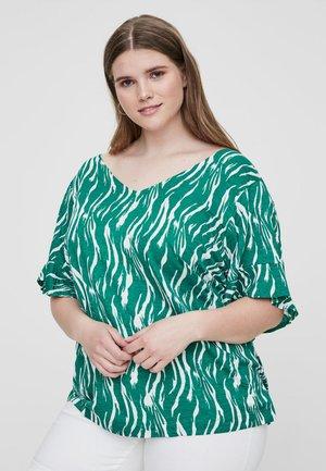 MIT KURZEN ÄRMELN - Print T-shirt - pepper green