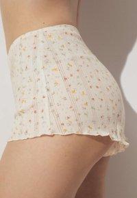 OYSHO - Shorts - off white - 3