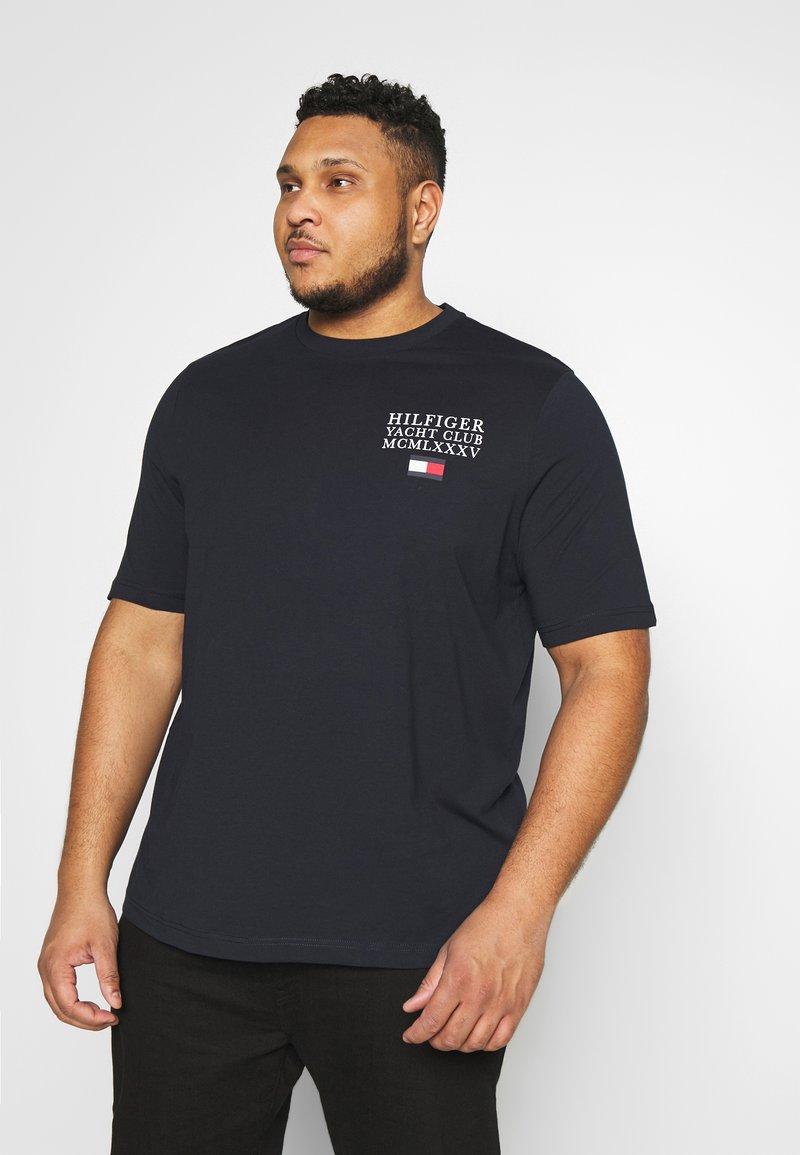 Tommy Hilfiger - YACHT CLUB TEE - Print T-shirt - blue