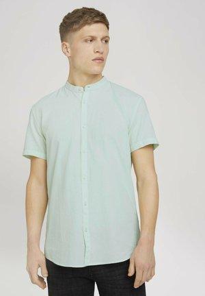 MIT STEHKRAGEN - Shirt - light mint minimal dobby