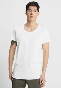 Jack & Jones - JJEBAS TEE - Camiseta básica - cloud dancer - 0