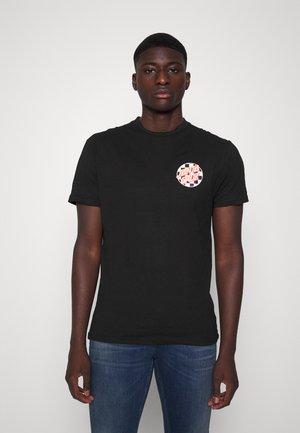 EXCLUSIVE CLASSIC UNISEX - Print T-shirt - black