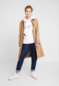 Tommy Hilfiger - HOODIE - Mikina skapucí - classic white - 1