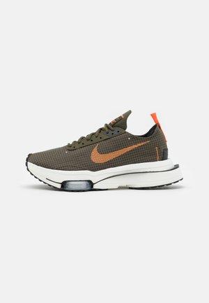 AIR ZOOM TYPE - Sneakers - khaki/orange/black