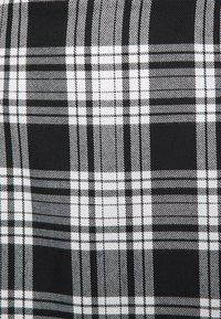 Miss Selfridge Petite - CHECK KILT SKIRT - Miniskjørt - black - 2