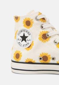Converse - CHUCK TAYLOR ALL STAR - Sneakers hoog - egret/clove brown/amarillo - 5