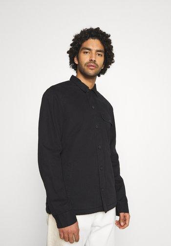 DECK OVERSHIRT - Camisa - jet black