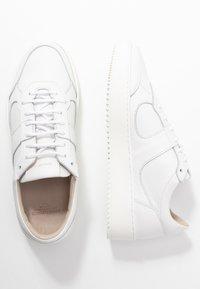 Royal RepubliQ - BOLT OXFORD SHOE - Sneakers - white - 3