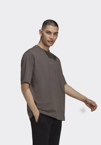 adidas Originals - RIB DETAIL  - Basic T-shirt - brown - 2