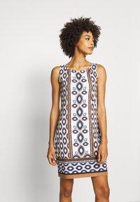 comma - ÄRMELLOS - Žerzejové šaty - blue ink - 3
