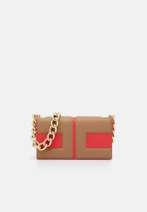 MACRO LOGO FLAPOVER SHOULDER - Across body bag - amaranto/tortora