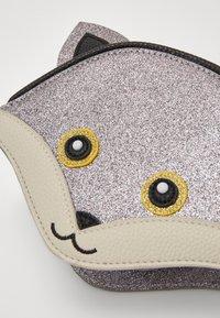Molo - FOX BAG - Taška spříčným popruhem - glitter - 2
